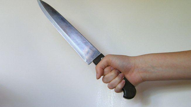 coltello-da-cucina-minaccia-genitori